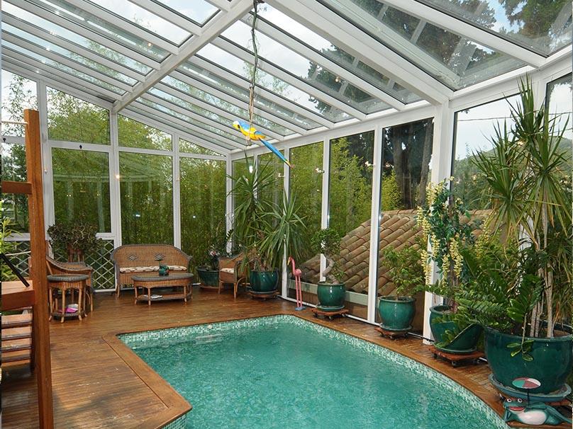 Verriere pour piscine veranda hublot et verrire avec vue sur la piscine depuis les chambres for Veranda pour piscine prix